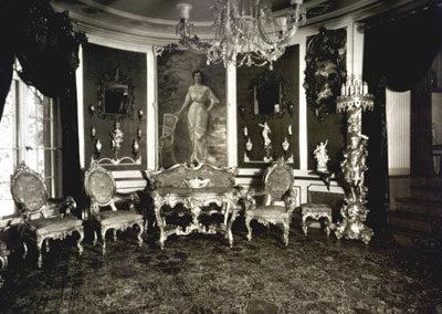 Mobilierung der Villa Weigang im späteren Wohnsitz in Dresden