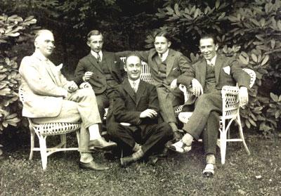Familientreffen im Park 30er Jahre links Heinz Weigang