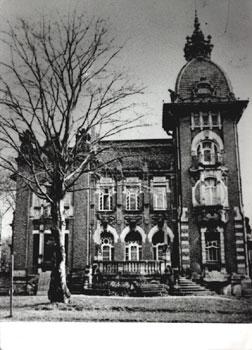 Villa ca. 1945 mit fehlender Mittelkuppel